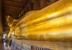 Гигантский возлежа Будда на виске Wat Pho в Бангкоке Стоковое фото RF