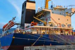 Гигантский конец нефтяного танкера вверх по взгляду стоковая фотография