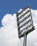 Гигантский маяк башни с светлыми репроекторами Стоковые Фотографии RF