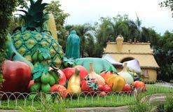 Гигантский плодоовощ в парке атракционов Стоковые Фото