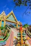 Гигантский строб статуи и входа виска, Phuket Стоковые Фотографии RF