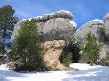 Гигантский утес гриба в Cuenca, Испании на снежный день Стоковое фото RF