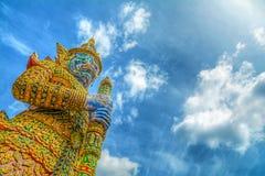 Гигант в грандиозном дворце Таиланда Стоковое Фото