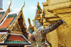 Гигант, грандиозный дворец, Wat Phra Kaew, Бангкок, Таиланд стоковые фотографии rf