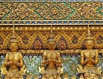 Гигант и модель Garuda как загородка грандиозного виска в Таиланде Стоковые Изображения