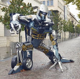 Гигант определил размер скульптуры металлолома воодушевленный роботами трансформаторов стоковое изображение rf