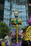 Гигант среди цветков Стоковая Фотография