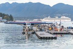 Гидросамолеты воздуха гавани и принцесса туристическое судно коралла стоковые фото
