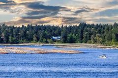 Гидросамолет и рыбацкая лодка Стоковые Изображения