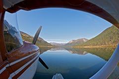 гидросамолет припаркованный озером Стоковые Изображения