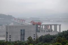 Гидроэлектрическая электростанция Дамба (Три ущелья) на Реке Янцзы в Китае Стоковое Изображение RF
