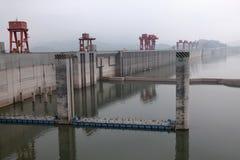 Гидроэлектрическая электростанция Дамба (Три ущелья) на Реке Янцзы в Китае Стоковые Изображения