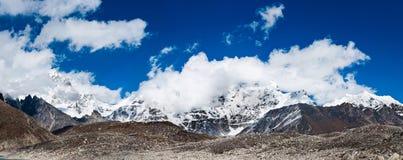 Гималаи: панорама ландшафта горных пиков Стоковое Изображение