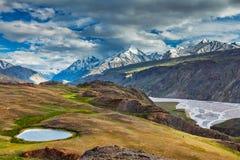 Гималайский ландшафт в Гималаях, Индии стоковые фотографии rf