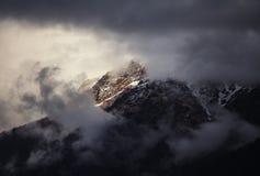 Гималайский пик на заходе солнца в Непале Стоковое Изображение