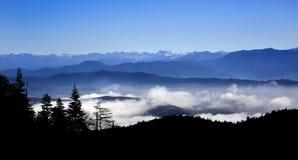 Гималайская горная цепь над облаком в Шангри-Ла, Китаем Стоковые Изображения RF