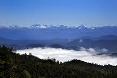 Гималайская горная цепь над облаком в Шангри-Ла, Китаем Стоковая Фотография