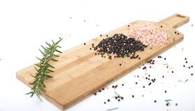 Гималайская каменная соль, оливковое масло и перчинки Стоковые Изображения RF