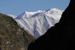 Гималайские горы в Ladakh, Индии Стоковые Фотографии RF
