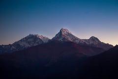 Гималайские горы на восходе солнца Стоковые Фотографии RF