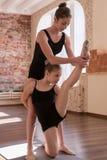гимнастика звукомерная Молодая сыгранность балерин Стоковое Фото