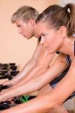 гимнастика пар задействуя Стоковые Изображения RF
