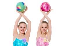 Гимнасты девушек выполняют тренировки с шариком Стоковые Фото