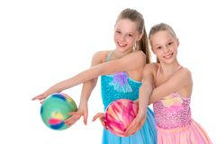 Гимнасты девушек выполняют тренировки с шариком Стоковая Фотография