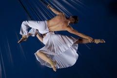 Гимнаст воздуха цирка пар Стоковые Фотографии RF