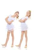 гимнаст 2 девушек в белых костюмах Стоковое Изображение