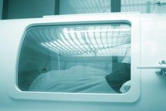 Гипербарическая камера бака с кислородом стоковое изображение