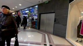 Гипер упущение в торговом центре западного сада Ковентри крытом видеоматериал
