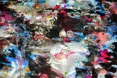 Гипнотическая яркая темная белизна запачкала цвета, контрасты, предпосылку waxy краски творческую Стоковые Фото