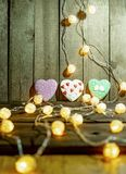 Гирлянда и пряник рождества стоковое фото rf