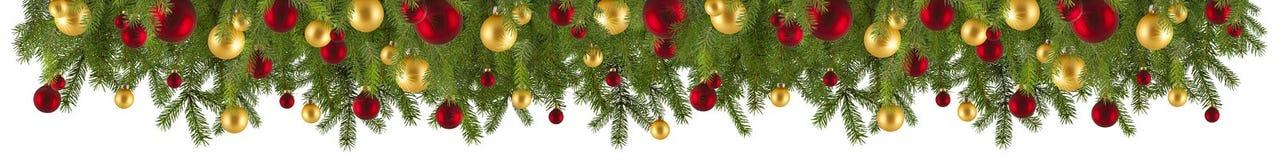 Гирлянда рождества с орнаментами и ветвями ели стоковая фотография rf