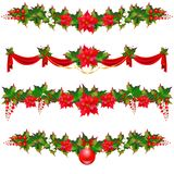 Гирлянда рождества, шарики, красные смычки, на белизне Стоковое Фото