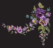 Гирлянда красочной тенденции вышивки флористическая с pansies и забывает Стоковая Фотография RF