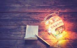 Гирлянды покрашенных светов в стеклянном опарнике Стоковая Фотография