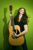 гитара играя женщину утеса Стоковые Фотографии RF