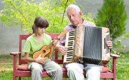 Гитара и аккордеон стоковые фотографии rf