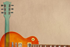 Гитара и шея sunburst меда электрическая на грубой предпосылке картона, с множеством космоса экземпляра Стоковая Фотография RF
