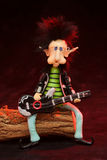 гитара карлика играя коромысло Стоковые Фото