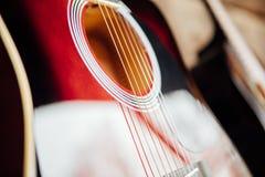 Гитара на деревянном крылечке Стоковые Изображения