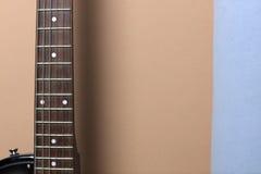 Гитара на стене Стоковое Фото