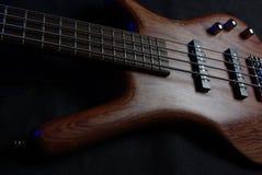 Гитара на черноте Стоковая Фотография RF