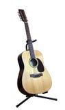 гитара 12-строк акустическая на белой предпосылке Стоковое Изображение RF