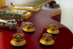 Гитара Soundboard электрическая Белая предпосылка стоковое изображение