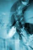 Гитарист в действии стоковое фото rf