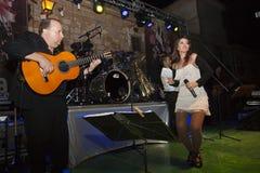 Гитарист и певица танцев Стоковое Изображение RF