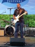 гитарист neville братьев полосы стоковое фото